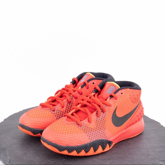 info for 093d2 ddf51 Nike Kyrie 1 Women's basketball Shoes Size 7.5